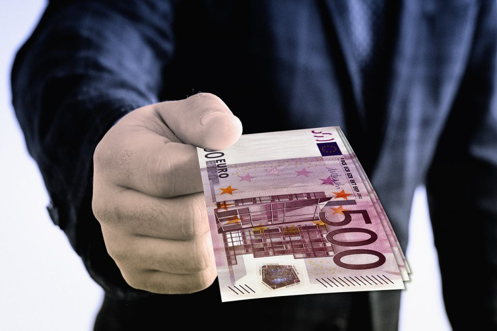 Don't flash the cash - be sensible and hopefully stay safe and avoid getting robbed in Barcelona