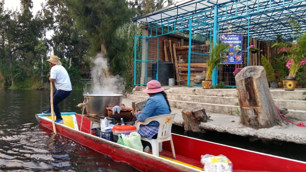 Floating food stalls sell delicious treats to the passing boats at Xochimilco