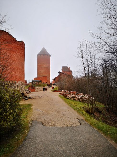 Turaida Castle tower with red bricks - What to do in Sigulda